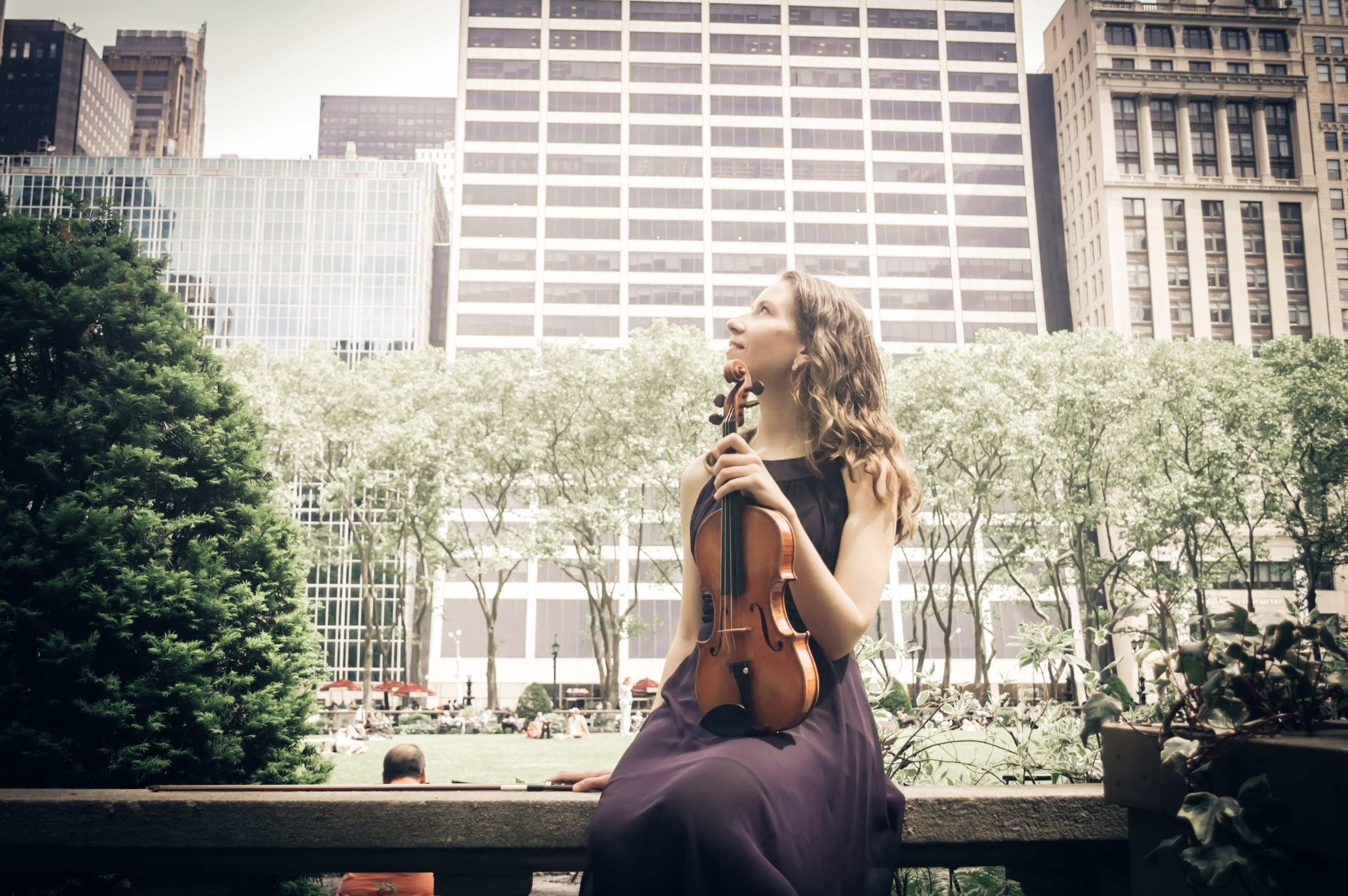 Laura Giannini Violinist, contemplation at Bryan Park, New York